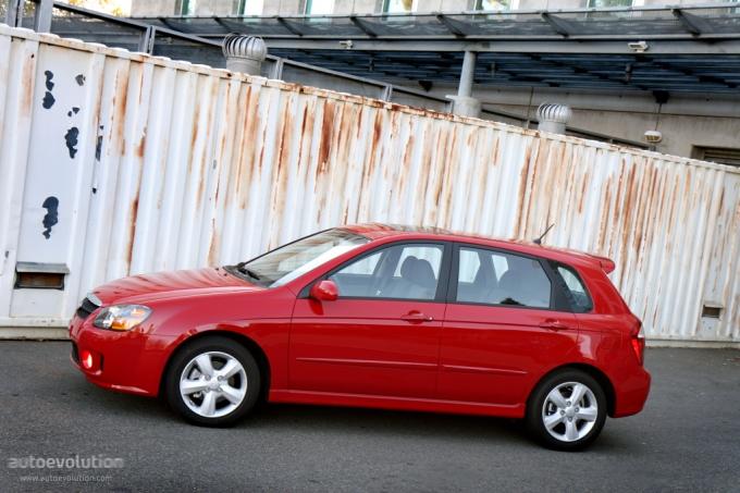 Kia Cerato 2011 Hatchback. KIA Cerato / Spectra Hatchback