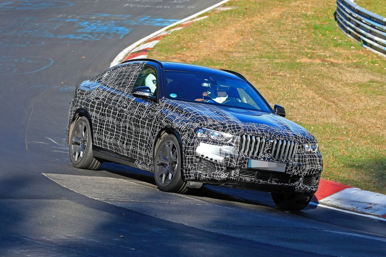 2020-bmw-x6-laps-nurburgring-prototype-reveals-sharper-look_4