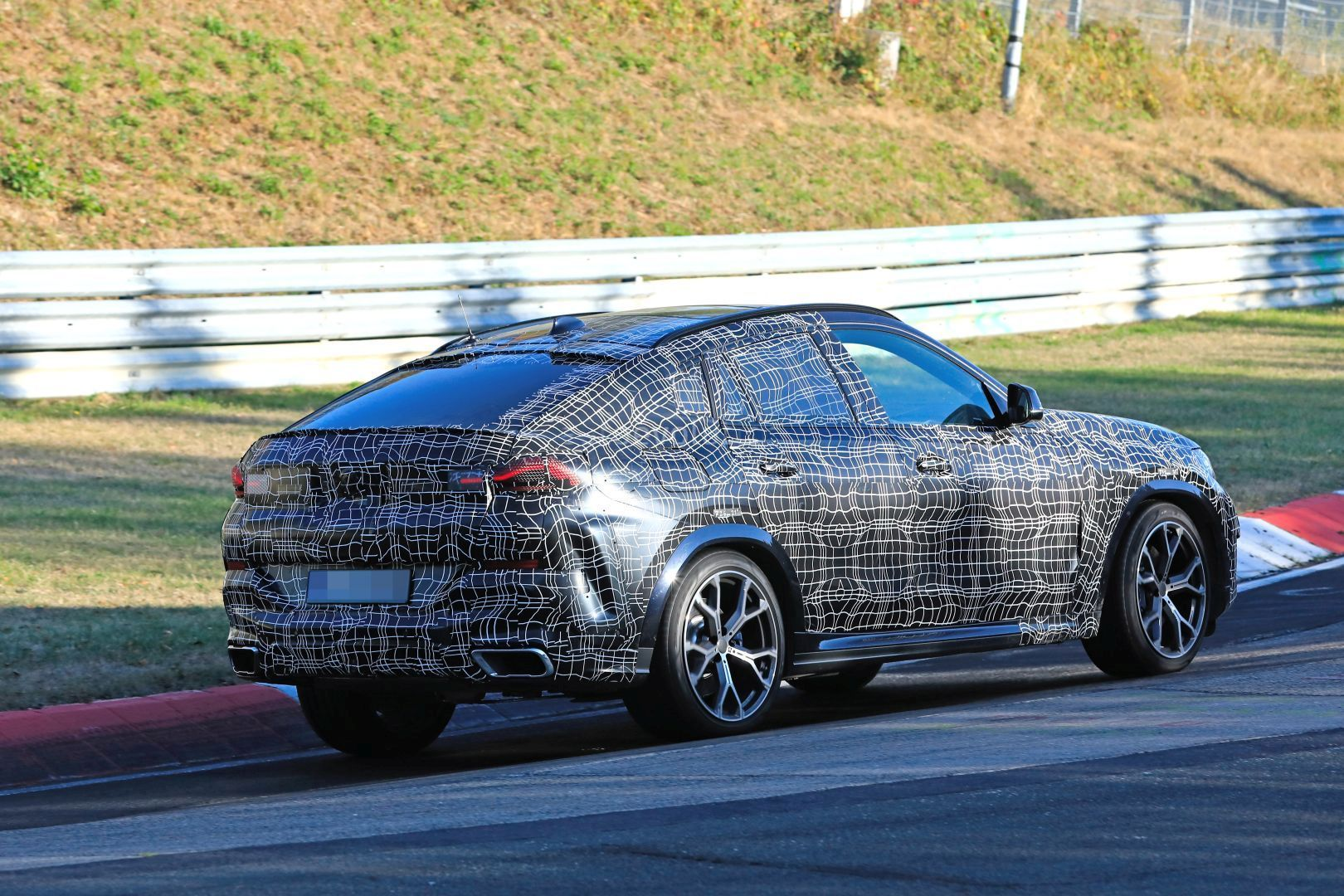 2020-bmw-x6-laps-nurburgring-prototype-reveals-sharper-look_7