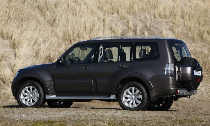 2010 Mitsubishi Pajero Revealed - Photo Gallery - Image 3 .