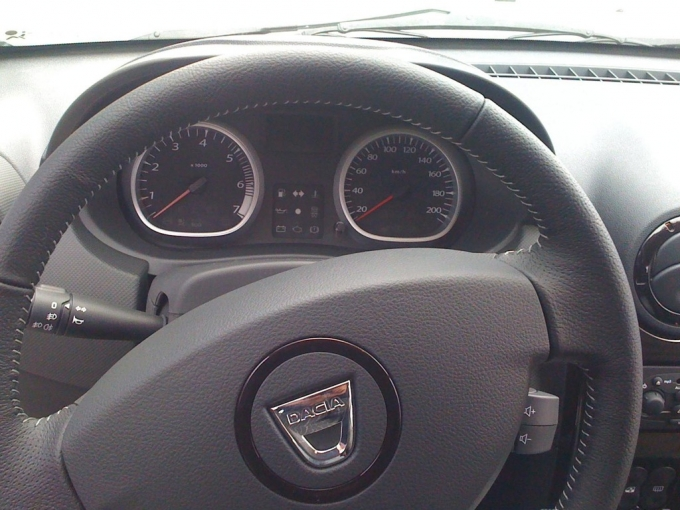 [Resim: dacia-duster-interior-pictures-medium_1.jpg]
