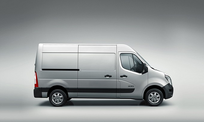 2010 - [Renault] Master - Page 6 New-nissan-nv400-debuts-in-the-uk-medium_3
