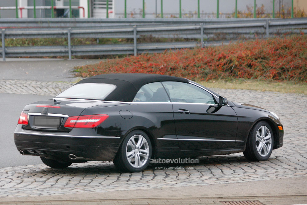 spyshots 2011 mercedes e klasse cabrio almost camo free autoevolution. Black Bedroom Furniture Sets. Home Design Ideas