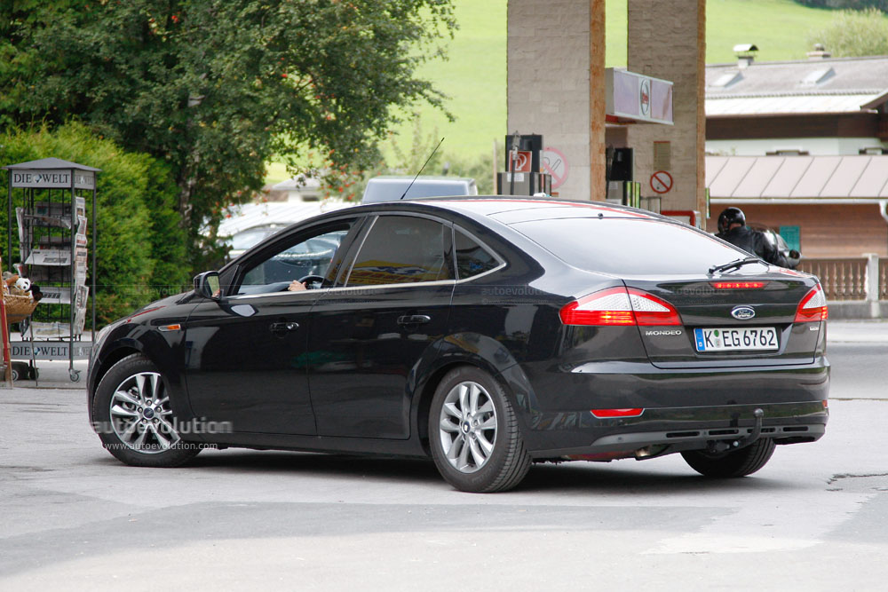 Spyshots: 2010 Ford Mondeo. Photo credit: Scoopy