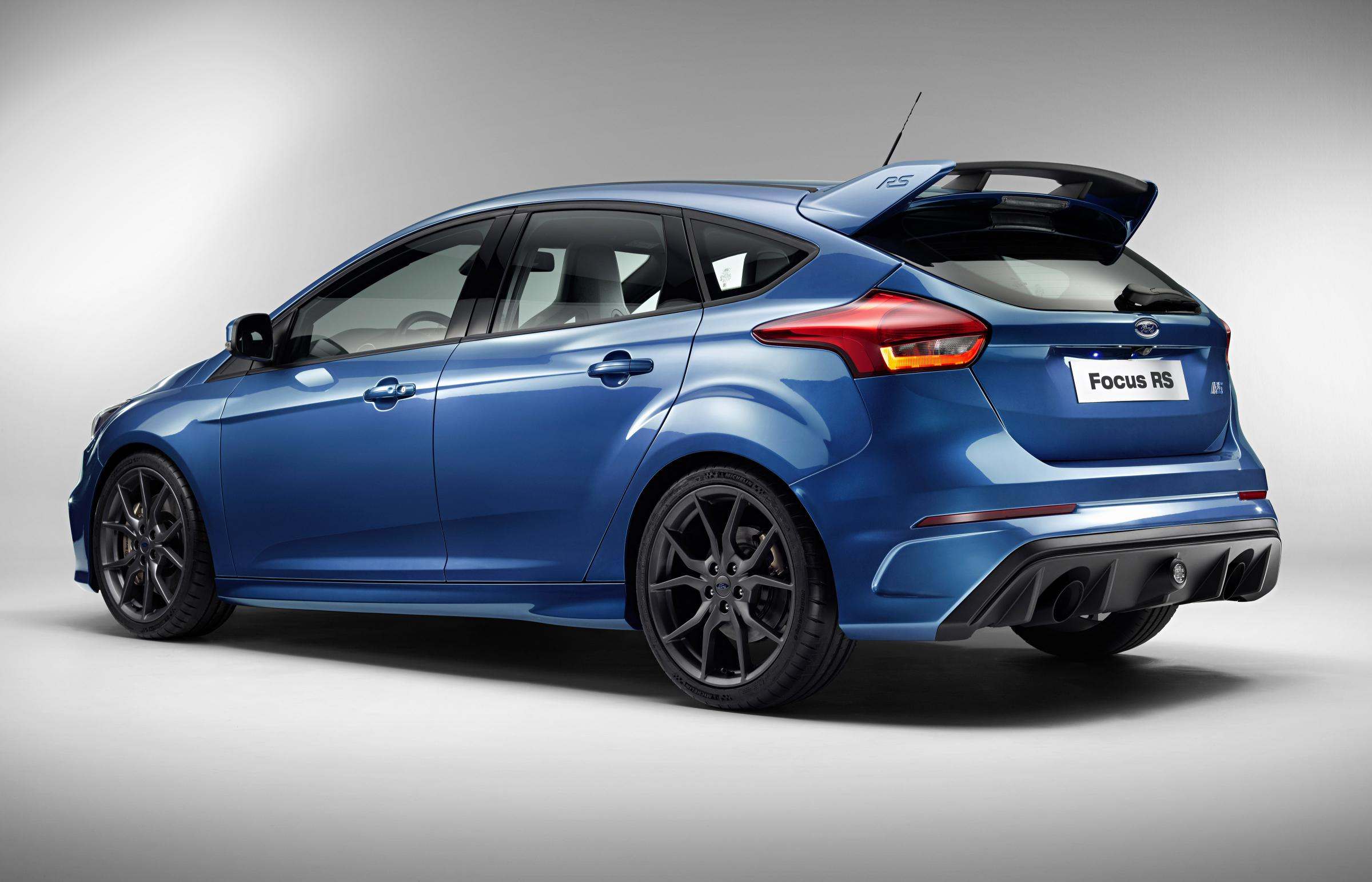 2016 ford focus rs review autoevolution. Black Bedroom Furniture Sets. Home Design Ideas