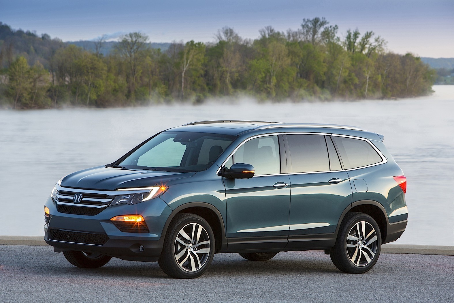 2016 honda pilot review autoevolution for Honda pilot images