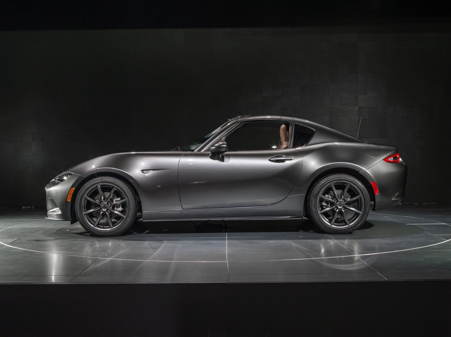 2017 mazda mx 5 rf review autoevolution. Black Bedroom Furniture Sets. Home Design Ideas