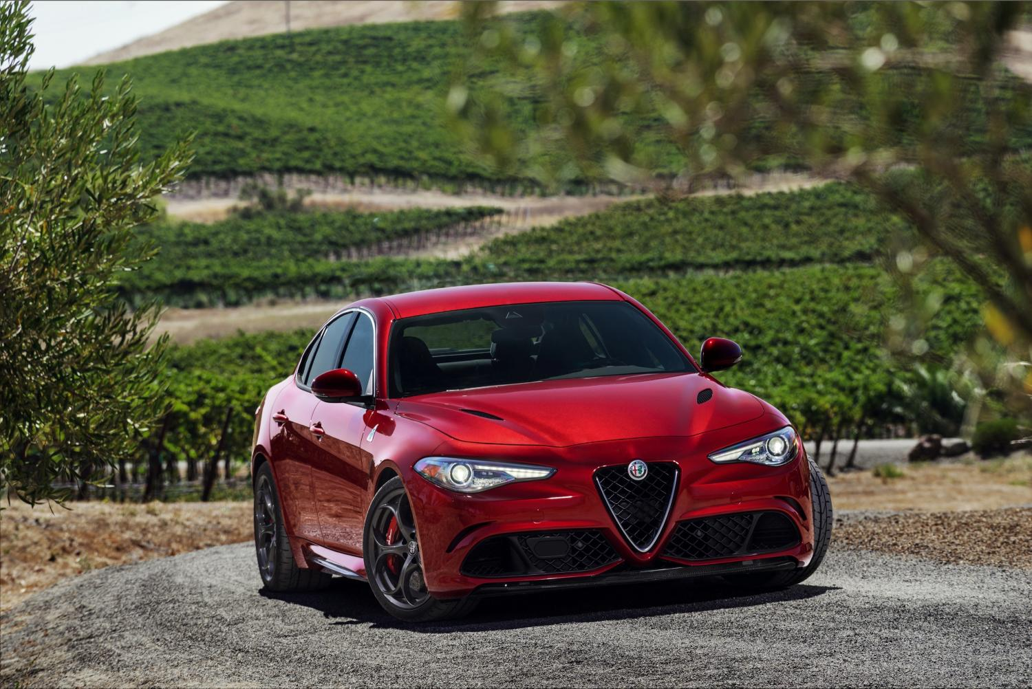 2017 alfa romeo giulia quadrifoglio review autoevolution. Black Bedroom Furniture Sets. Home Design Ideas