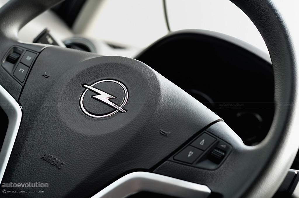 Opel Antara White. Opel Antara 2009