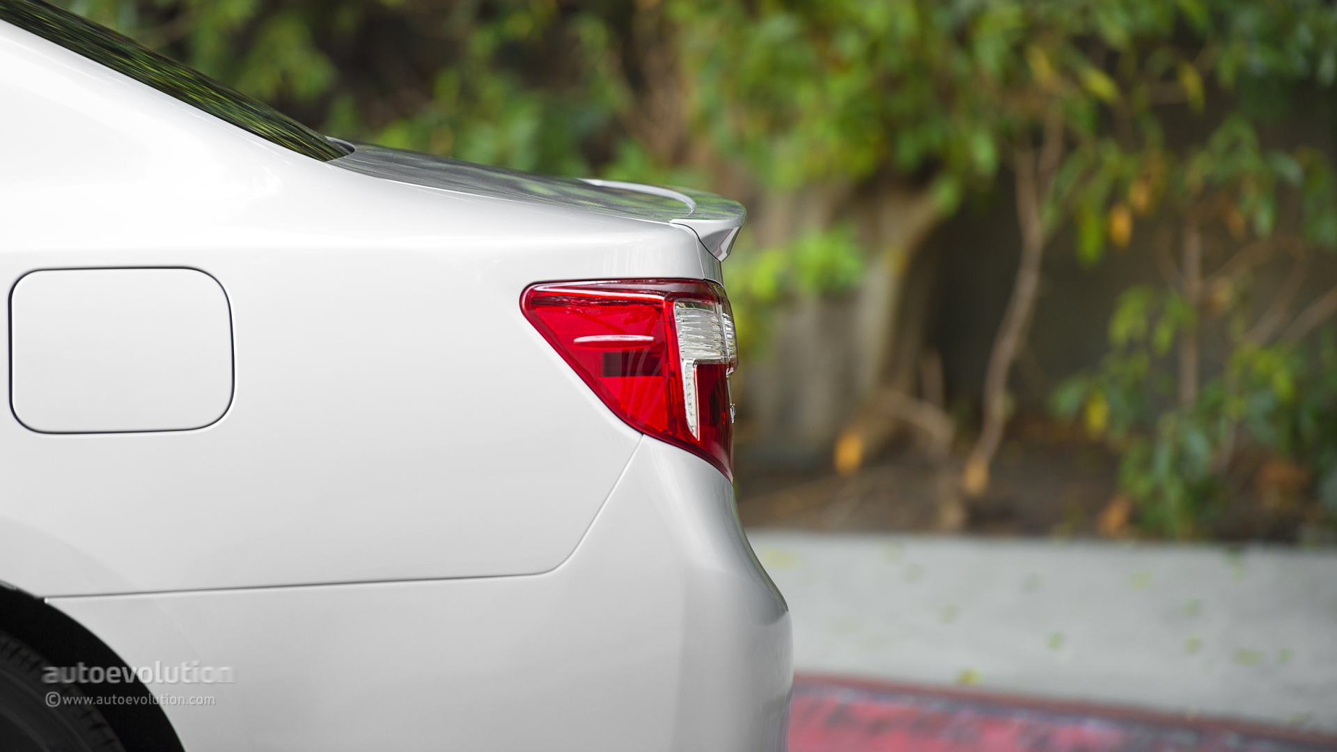 2014 Toyota Camry Review Autoevolution